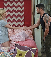 Jesse Metcalfe on 2 Broke Girls
